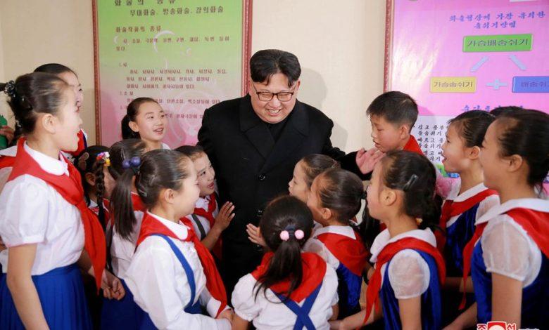 Kim Jong Un bei der Besichtigung des Schülerpalastes Samjiyon November Juche 105 (2016)