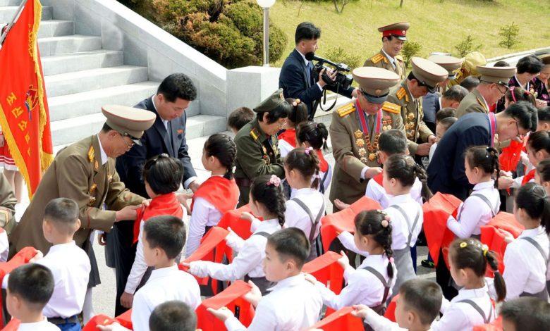 Schulkinder treten der KOK bei.