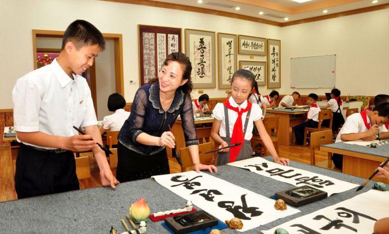 Schüler eignen sich durch das Wirken in den außerschulischen Zirkeln nach ihren Hoffnungen und Veranlagungen vielseitige Kenntnisse und hohes kulturelles Niveau an.